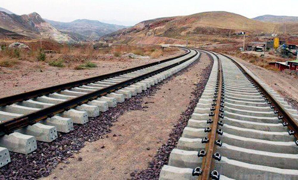 به قطار توسعه استان سنگ نزنیم !